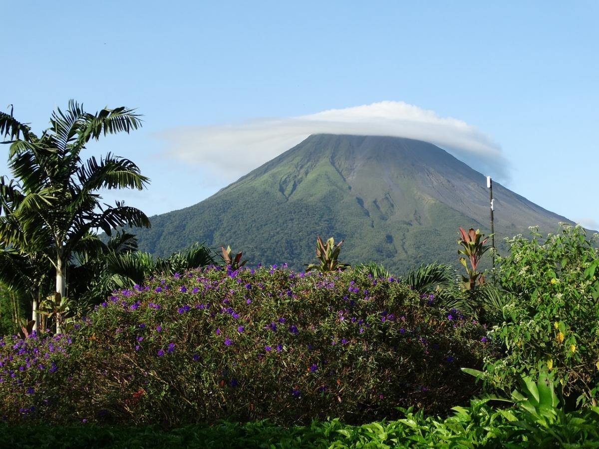 volcano-672304_1280